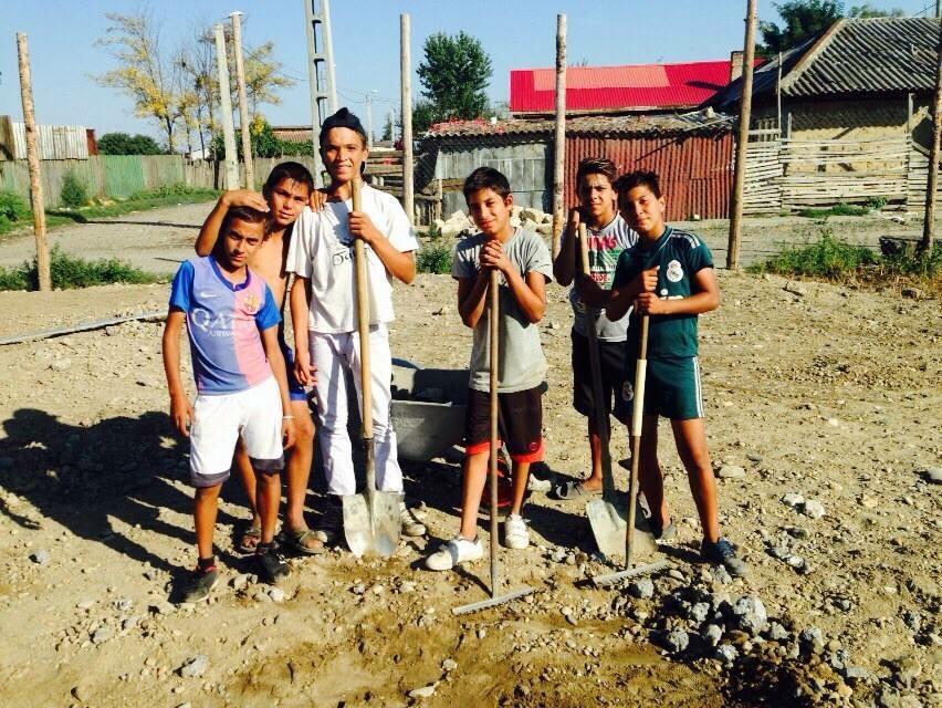 Hilfsprojekt_Caramidari_September_2015_Kinder_Fußballplatz_6